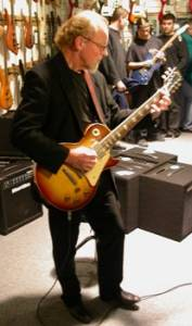 Martin Barre mit seiner Gibson Les Paul 1959