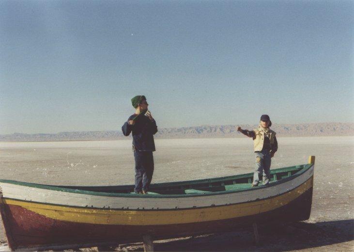Kinder im Boot auf dem Schott el Djerid